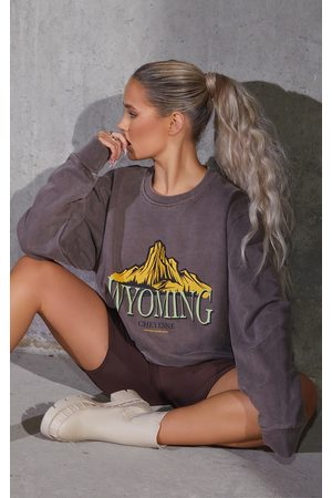 PRETTYLITTLETHING Women Sweatshirts - Chocolate Wyoming Slogan Printed Washed Sweatshirt