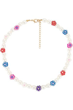 petit moments Daisy Pearl Necklace in Metallic .