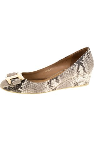 Salvatore Ferragamo Grey Python Embossed Vara Bow Wedge Pumps Size 40