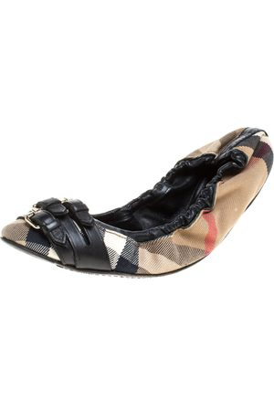 Burberry Novacheck Canvas and Leather Buckle Scrunch Ballet Flats Size 38