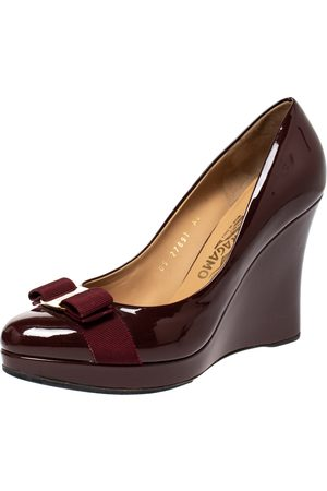 Salvatore Ferragamo Maroon Patent Vara Bow Wedge Pumps Size 40