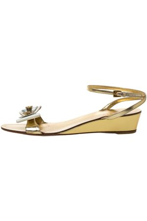 Prada Metallic Gold Leather And Patent Bow Ankle Strap Wedge Sandals Size 40