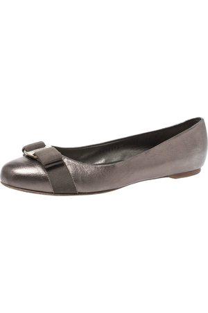 Salvatore Ferragamo Metallic Grey Leather Vara Bow Ballet Flats Size 38