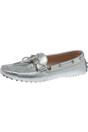 Tod's Silver Leather Logo Gommino Bow Loafers Size 37