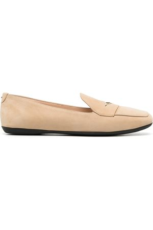 Nicholas Kirkwood LOAFERINA triangle plaque loafers - Neutrals