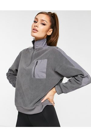 HIIT Microfleece 1/4 zip sweatshirt in gray