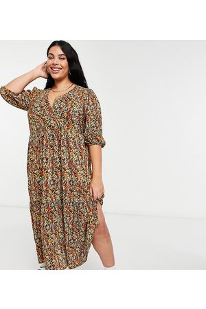 ASOS ASOS DESIGN Curve plisse v neck maxi with tiered hem with long sleeves in autumnal floral-Multi