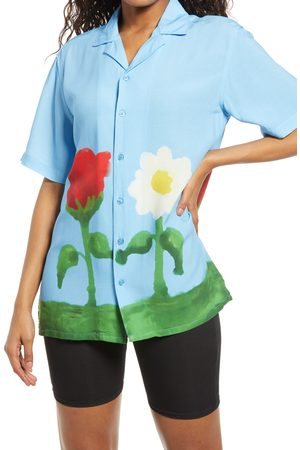 Petals and Peacocks Women's Petals & Peacocks Celebrate Vacation Button Up Shirt