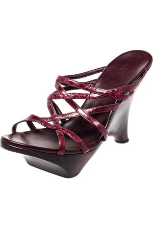 Gucci Burgundy Leather Wood Wedge Sandals Size 39