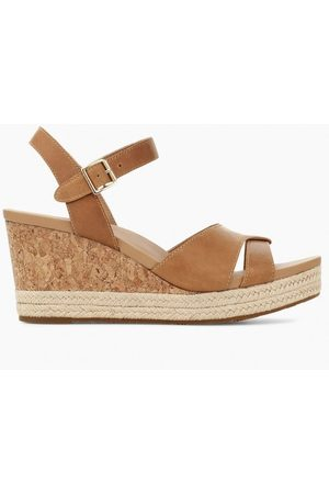 UGG Cloverdale X Over Wedge Colour: Almond