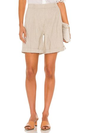 Frame Pleated Short in Neutral.