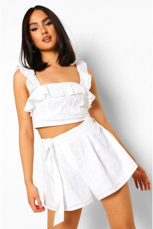 Boohoo Womens Broderie Anglaise Belted Flippy Shorts - - 2