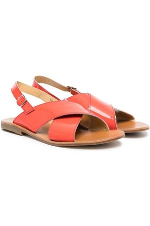 GALLUCCI TEEN patent-leather crossover-straps sandals