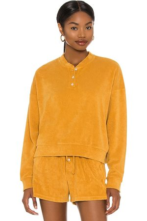 Donni. Terry Henley Sweatshirt in Mustard.
