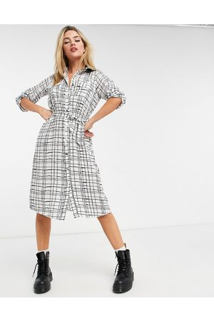 Liquorish Midi shirt dress in check-Multi