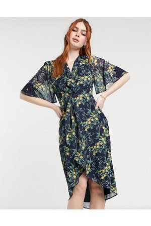 HOPE & IVY Kimono knot front midi dress in navy floral