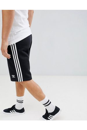 adidas Adicolor essentials shorts in