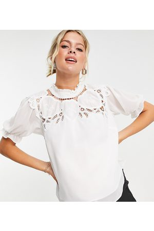 HOPE & IVY Oversized collar blouse with broderie in ivory