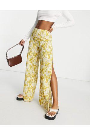 En Creme Wide leg pants with split in floral