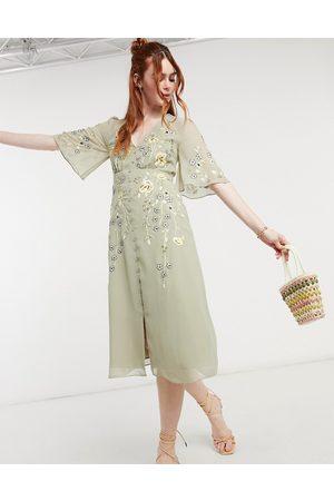 HOPE & IVY Embroidered floral plunge midi tea dress in sage