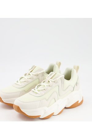 Raid Wide Fit Taylor gum sole sneakers in -Neutral