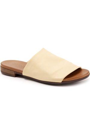 Bueno Women's Turner Slide Sandal