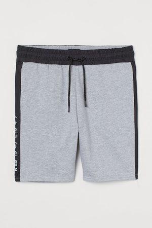 H&M Men Shorts - Regular Fit Sweatshorts
