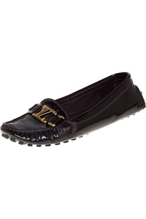 LOUIS VUITTON Women Loafers - Burgundy Patent Leather Oxford Slip On Loafers Size 38