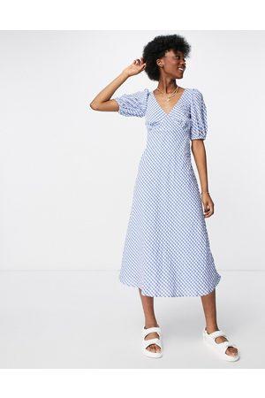 New Look Puff sleeve midi tea dress in blue gingham-Blues