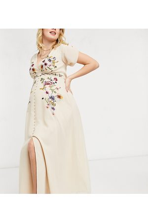 HOPE & IVY Plunge floral embroidered midi tea dress in ivory