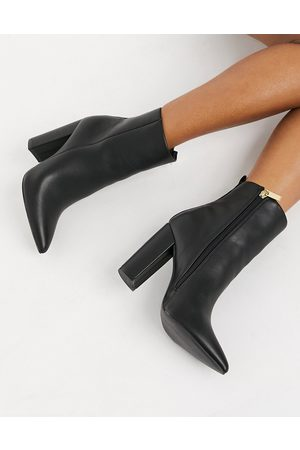 Qupid Pointed heeled Ankle boots