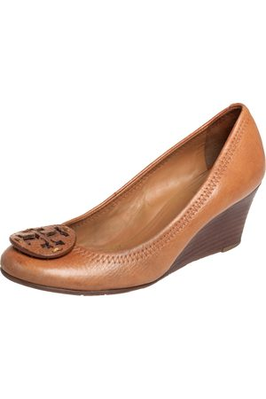 Tory Burch Women Wedge Pumps - Tan Leather Sally Wedge Pumps Size 35