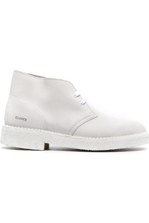 Clarks MEN'S 26157324WHITE SUEDE ANKLE BOOTS