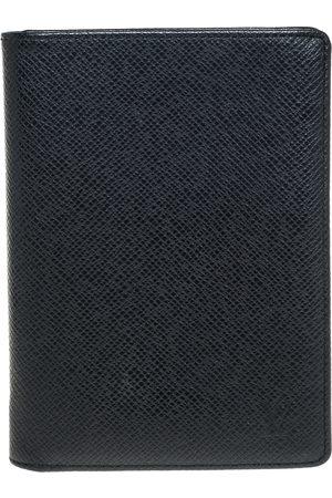LOUIS VUITTON Taiga Leather Passport Cover