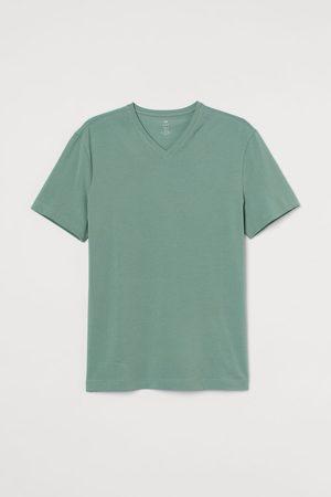 H&M Slim Fit V-neck T-shirt