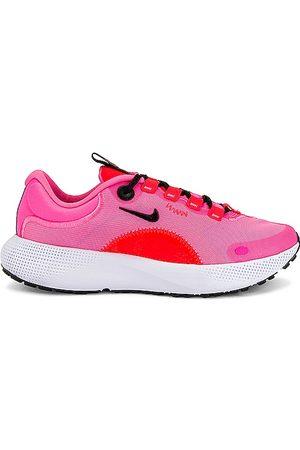 Nike Escape Run Sneaker in .