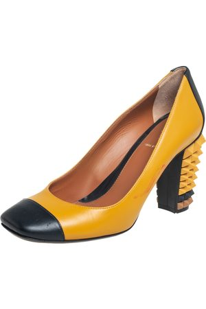 Fendi Women Heeled Pumps - /Black Leather Cap Toe Block Heel Pumps Size 38.5