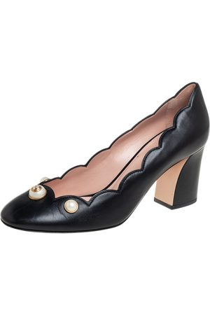 Gucci Scalloped Leather Willow Pearl Embellished Block Heel Pumps Size 40