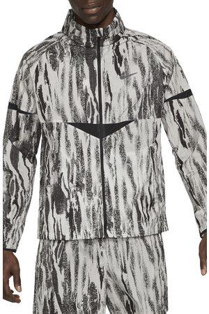 Nike Men's Windrunner Wild Run Water Repellent Hooded Jacket