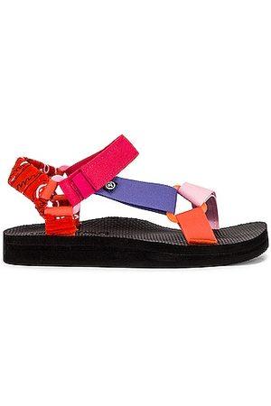 Arizona Love Trekky Fun Sandal in Pink