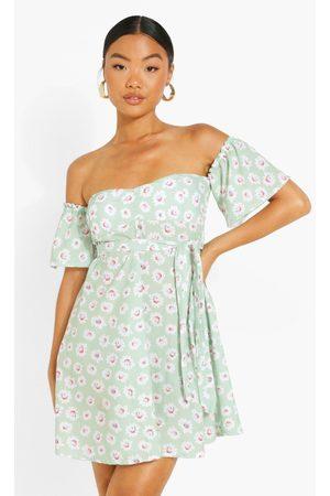 Boohoo Womens Petite Off Shoulder Daisy Print Skater Dress - - 2