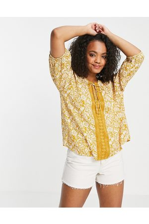 En Creme Smock blouse in paisley with neck detail set