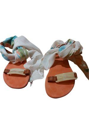 Avec Modération Leather sandal