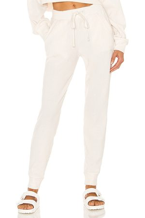 alo Muse Jogger in Ivory.
