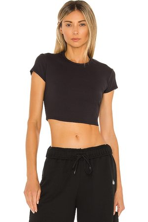 alo Ribbed Short Sleeve Top in .