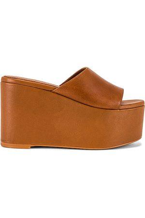 ALOHAS Women Sandals - Chunk Sandal in Tan.