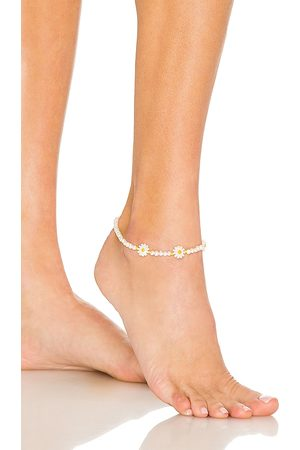 Adina's Jewels Daisy Beaded Anklet in White.