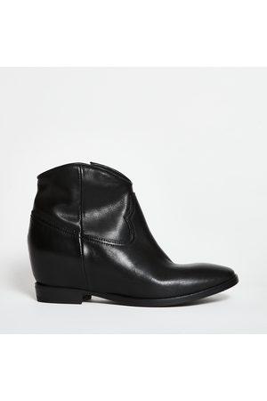 Lemare Interior Boots with internal heel