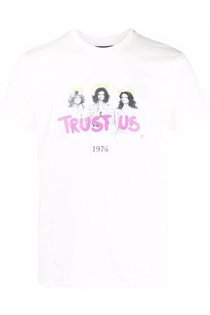 Throwback. T-shirts - Trust Us graphic-print T-shirt