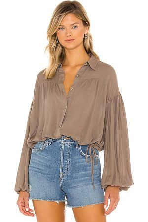 LINE & DOT Farrah Long Sleeve Button Up in Taupe.